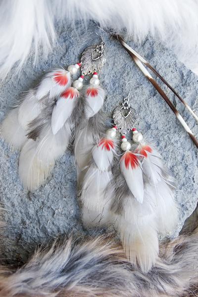 Серьги с перьями «Белая Волчица»